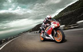 Обои Honda CBR1000RR, гонщик, Трасса, небо, скорость, гора