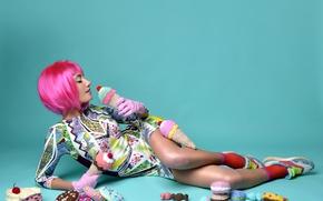 Картинка девушка, поза, фон, макияж, фигура, платье, прическа, сладости, лежит, перчатки, на полу, симпатичная