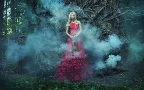 Картинка девушка, деревья, скрипка, дым, платье, блондинка, в красном, одна, смычок, в лесу