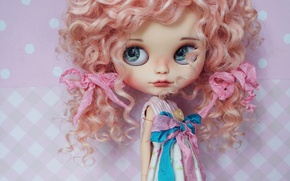 Картинка лицо, голова, кукла, большая, веснушки, кудряшки, бантики, кудри, розовые волосы, пуговица