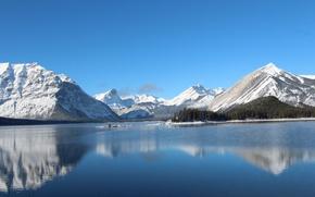 Картинка озеро, зима, снег, остров, горы, небо, деревья