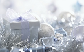 Картинка макро, праздник, коробка, подарок, новый год, лента, new year, мишура, бант, macro, елочные шары
