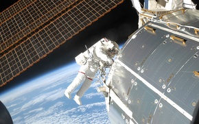 Картинка космос, планета, космонавт, Земля, МКС, солнечные батареи, модуль