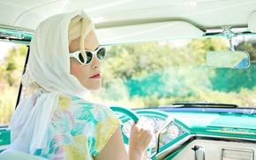 Картинка девушка, руль, очки, блондинка, автомобиль, платок
