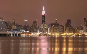 Картинка небо, ночь, огни, отражение, река, здания, Нью-Йорк, небоскребы, подсветка, USA, США, мегаполис, New York