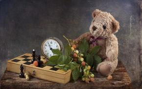 Картинка малина, игрушка, часы, шахматы, мишка, натюрморт