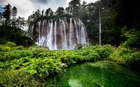 Обои лес, деревья, скала, озеро, водопад, Хорватия, Plitvice Lakes National Park