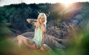Картинка девушка, рога, Megan Leigh Emerson