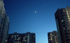 Картинка луна, дома, вечер, высотки