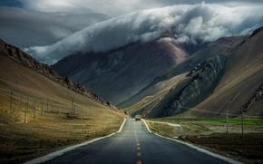 Обои дорога, машина, облака, горы, тучи, тибет