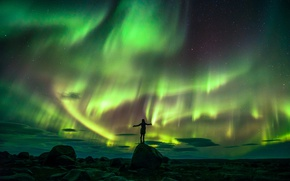 Картинка небо, девушка, ночь, камни, настроение, северное сияние, север