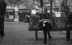 Обои площади, городские сцены, курение, быт, скамейка, женщина, люди