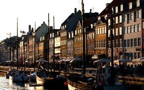 Картинка город, река, пристань, дома, порт, канал, Гавань, баркасы