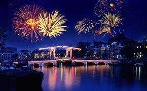 Обои отражение, праздник, фейерверк, салют, огни, городок, ночь, река