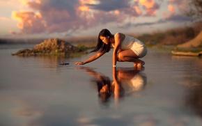 Картинка восточная внешность, вода, отражение, девушка, рябь, облака