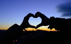 Картинка девушка, любовь, закат, фон, обои, настроения, сердце, чувства, размытие, руки, силуэт, wallpaper, love, сердечко, широкоформатные, …