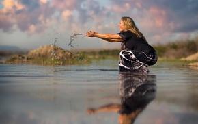 Картинка лето, вода, девушка, радость, брызги