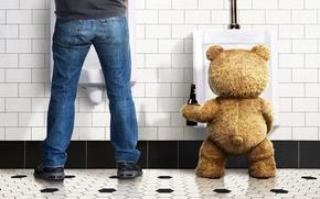 Обои Фильм, бутылка, медведь, игрушка, пол, стена, туолет, мужчина, Ted, пиво