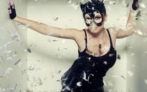 Картинка девушка, поза, сапоги, перья, майка, маска, пух, костюм, перчатки, в черном, женщина-кошка, Catwoman