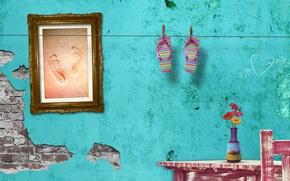 Картинка песок, лето, следы, стена, рама, картина, цветочки, сланцы