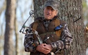 Картинка лес, дерево, размытие, лук, кепка, спортивный, рация, жилетка, Robert De Niro, Роберт Де Ниро, Killing …