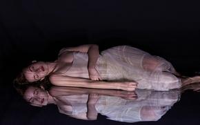 Обои девушка, темнота, отражение, Amy Haslehurst