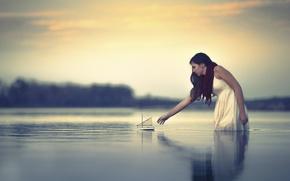 Картинка вода, девушка, кораблик