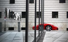 Картинка город, отражение, дома, нос, феррари, красная, ferrari 458 italia