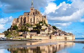 Обои отражение, остров, Франция, Mont Saint Michel, замок, крепость, небо, река, облака