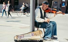 Картинка улица, скрипка, человек