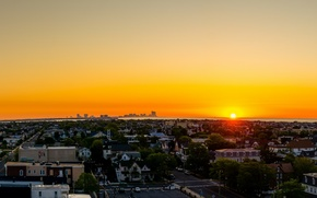 Картинка city, город, море, sunset, вечер, вода, panorama, солнце, sky, облака, clouds, здание, дома, sun, sea, ...