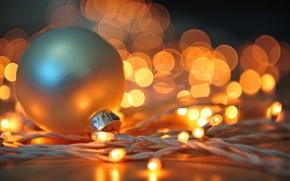 Картинка игрушка, гирлянда, Новый Год, праздники, свет, зима, белый, елочная, огни, боке, New Year, Christmas, шар, ...