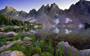 Картинка небо, трава, вода, снег, деревья, пейзаж, горы, природа, озеро, отражение, камни, grass, sky, trees, landscape, …