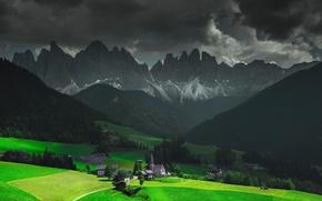 Картинка Альпы, тучи, свет, Италия, горы, церковь, дома, Фунес, Santa Magdalena, часовня, небо, долина, облака
