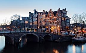 Картинка зима, мост, город, река, здания, вечер, Амстердам, фонари, канал, Нидерланды, велосипедисты, Amsterdam, Nederland
