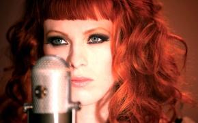 Картинка девушка, модель, гитарист, микрофон, певица, rock, рок, музыкант, блюз, рыжеволосая, woman, grey, eyes, microphone, model, …