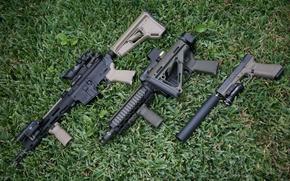Картинка трава, пистолет, оружие, штурмовые винтовки