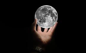 Картинка фон, чёрный, widescreen, обои, рука, спутник, Луна, Moon, black, широкоформатные, background, satellite, полноэкранные, HD wallpapers, …