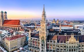 Картинка город, здания, дома, Германия, Мюнхен, площадь, панорама, собор, архитектура, Deutschland, Мариенплац, Frauenkirche, Фрауэнкирхе, München, Marienplatz