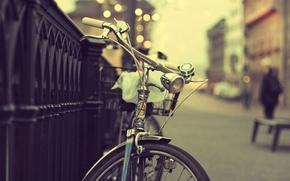 Картинка велосипед, город, огни, люди, улица, ограда, боке