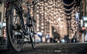 Картинка велосипед, зима, дорога, город, брусчатка, огни, улица, боке, ночь, столб
