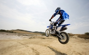 Обои мотоспорт, горизонт, мотоцикл, прыжок