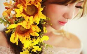 Картинка подсолнухи, цветы, лицо, фон, макияж, помада, азиатка, красотка