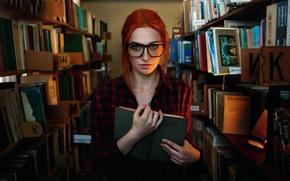 Картинка девушка, очки, веснушки, библиотека, прелесть, умная, здравствуй книга