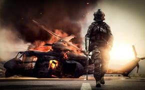 Обои оружие, Battlefield 4, солдат, фон, вертолет, экипировка, огонь