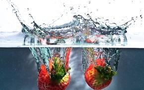 Обои вода, брызги, всплеск, клубника