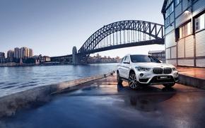 Картинка мост, река, берег, бмв, BMW, набережная, кроссовер, F48