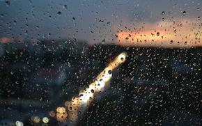 Картинка стекло, брызги, город, огни, дождь, Капли, вечер