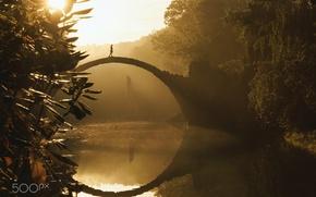 Обои река, деревья, мостик, девушка, свет, парк