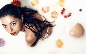 Картинка девушка, цветы, мокрая, ванна, цитрусы, Ivan Mateos